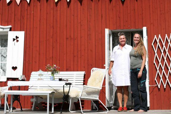 Søstrene kjøpte en rød «stuga» to timer fra Oslo: – Vi visste at vi fikk mer for pengene i Sverige