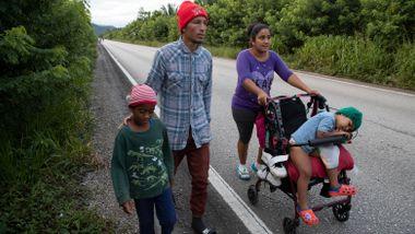 Hundrevis av honduranske migranter busset tilbake fra Guatemala