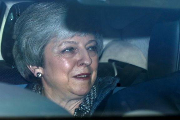 Først vil May unngå å forlate Downing Street i tårer. Deretter vil hun hindre at Boris Johnson får nøkkelen.