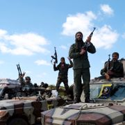 FN og USA trekker ut personell fra Libya: Minst 21 mennesker skal være drept