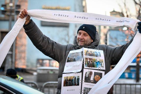 Protester mot nobelprisvinner Handke