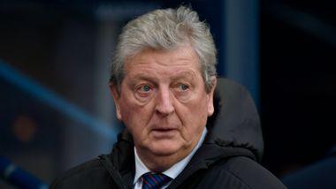 Palace-manager Hodgson mener Premier League-sesongen må fullføres