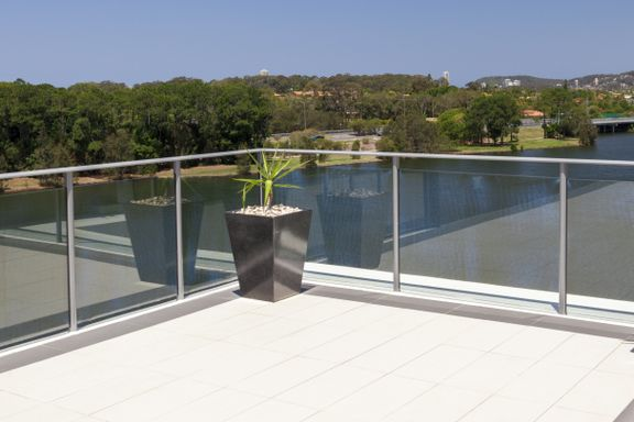 - Vinglete og utrygt på balkonger og terrasser flere etasjer over bakken