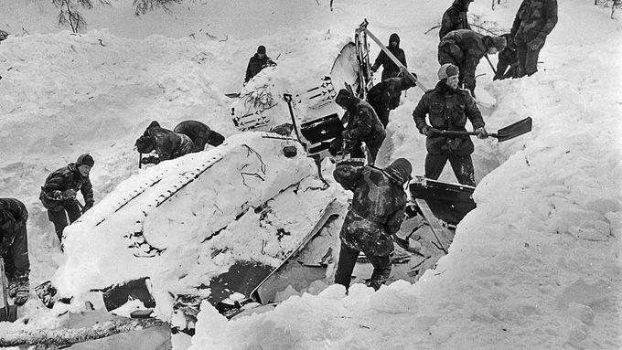 «Ingen kan lastes», sa Forsvaret da 16 norske soldater døde. Men Pran sto frem og sa: «Jeg har ansvaret.»