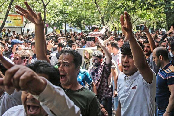 Økonomien har forfalt etter Trump trakk USA fra Iran-avtalen. Nå demonstrerer iranerne mot myndighetene.
