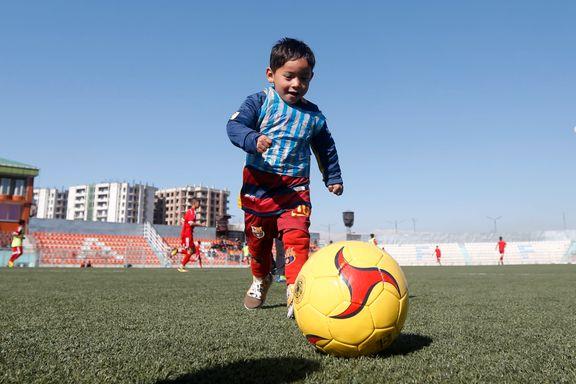 Femåringen med Messi-drakt av plastpose sjarmerte verden - så tok saken en trist vending