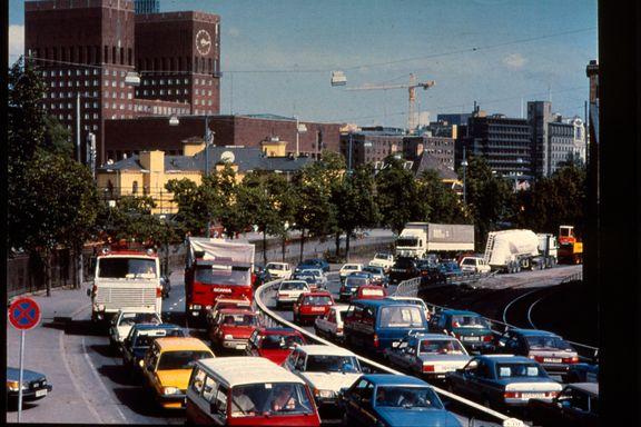 Det er 30 år siden bilene forsvant fra Rådhusplassen i Oslo. Nå krever Sandvika å få gjenta mirakelet.