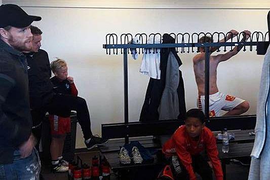 Skadet Høgli overrasket TILs guttespillere på eliteturnering: – Jeg måtte rose de opp i skyene