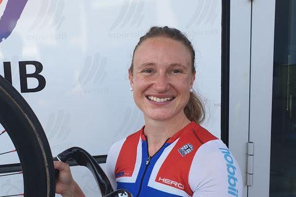 Tanken på et år til i Danmark ble for mye. Nå trener OL-håpet i et rødt land.