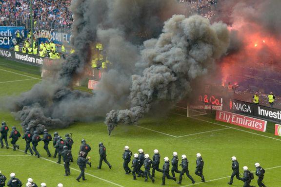 Kaosscener i Hamburg da klubben rykket ned fra Bundesliga for første gang