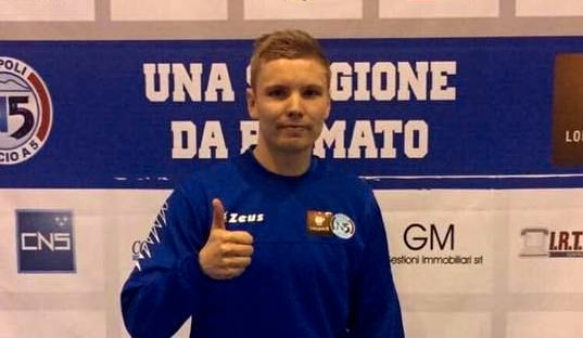 I to uker lever Tobias (26) som heltidsproff i Italia
