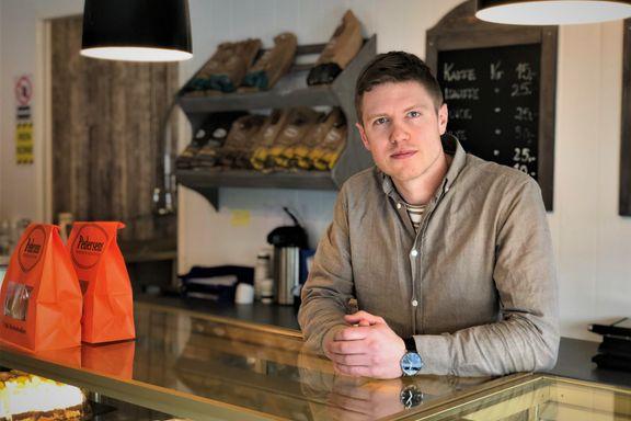 Thomas (29) er allerede sjef for et bakeri og et cateringselskap - nå har han takket ja til en ny lederrolle