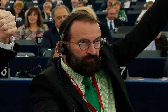 EU-politiker brøt koronareglene. Deltok på sexfest med altfor mange menn.