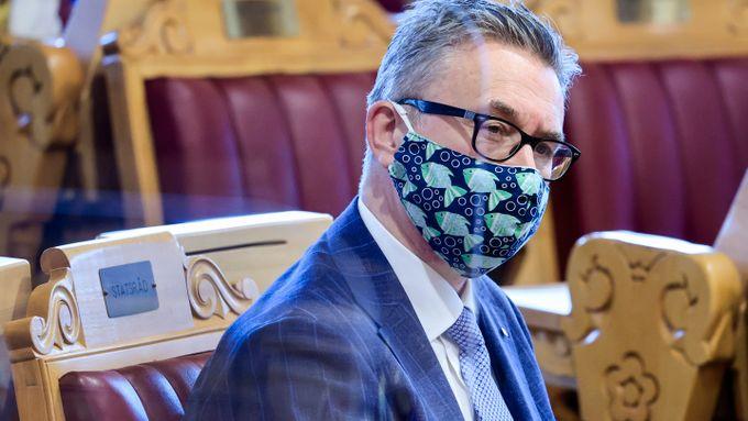Noen anmeldere som vil spise fiskeriministerens munnbind?