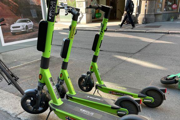 Tusenvis av sykler ryddes vekk . Ett selskap har erstattet rydding med klistremerking.
