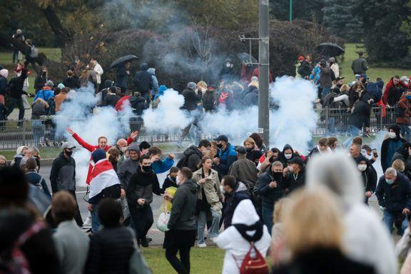 Over 700 pågrepet under demonstrasjon i Minsk. Nå vil regjeringen la politiet skyte med skarpt.