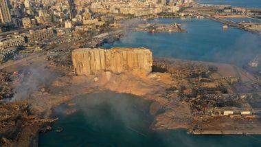 Libanon ba en dommer granske eksplosjonen. Da fire eksministre ble siktet, kom det et politisk smell.