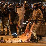 Politiet med sjokkgranater og tåregass mot demonstranter