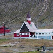 Uvanlig kaldt og kulderekorder i landet. Men på Svalbard er det uvanlig varmt.