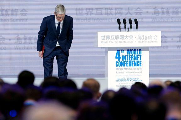 Talen til Apple-sjefen fikk vestlige eksperter til å måpe. Nettgiganter bøyer av for Kinas cyber-sensur.