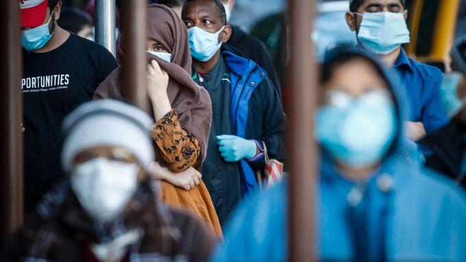Postnumrene avslører hvor brutalt koronaviruset har rammet noen. Her er teoriene om de store forskjellene.