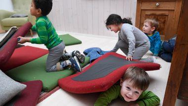 Mener menn i barnehage bidrar til å viske ut skillene mellom jente- og guttelek