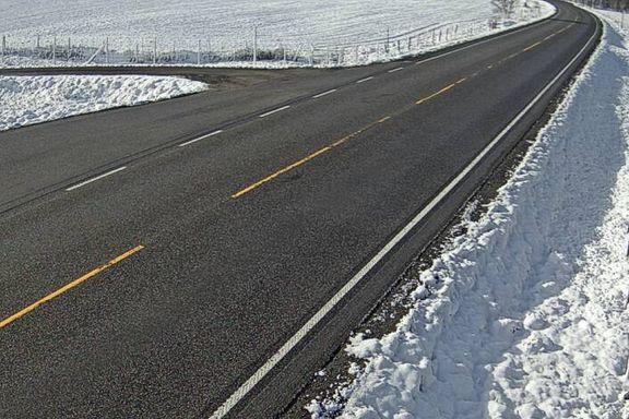 I fjor var det 25 varmegrader her den 29. mai. I dag våknet folk til snø.