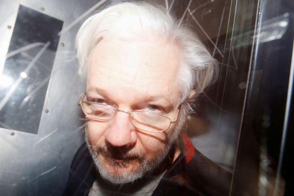 Julian Assange på 90 sekunder: En kynisk spion eller et fyrtårn for ytringsfriheten?