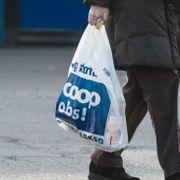 Nordmenn bruker dobbelt så mange plastposer som svenskene