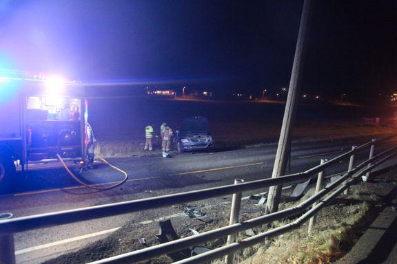 Alvorlig skadd i bilulykke - mistanke om fart og promille