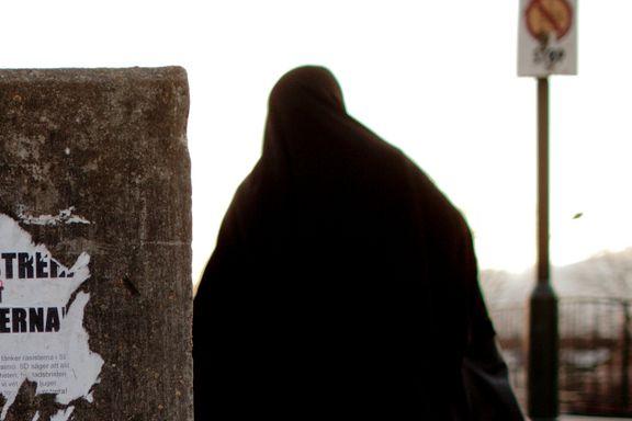 Radikal islam styrker seg i Sverige. Moralpoliti overvåker kvinner. Barn nektes å leke med barn med annen trosbakgrunn.