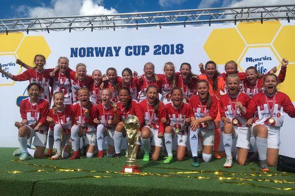 Slik jublet TIL-jentene etter første Norway Cup-seier på 25 år