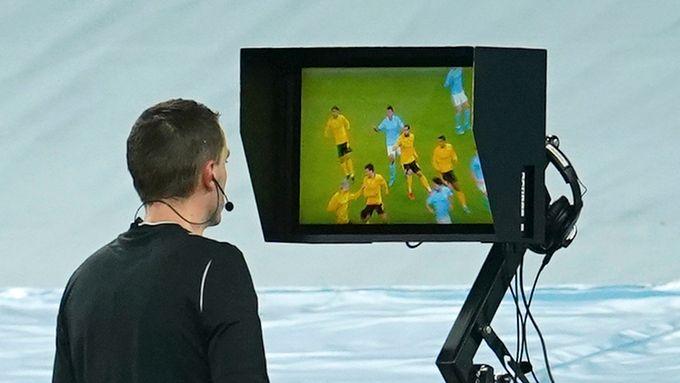 Systemet er utskjelt. Slik jobber norsk toppfotball for å ta i bruk VAR.