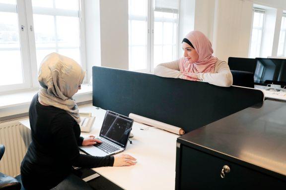 Arbeidsgivere er positive til å ansette innvandrerkvinner – få søker