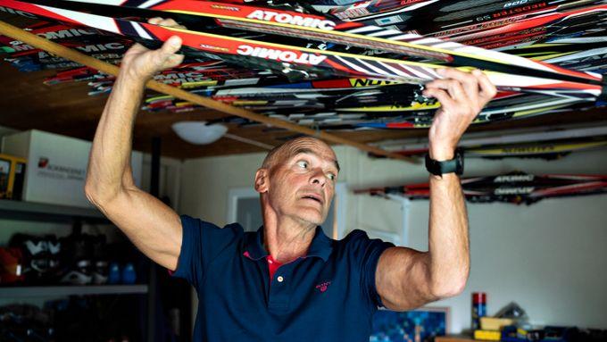 Over disse skiene skjulte han vodkaflaskene. Nå kjenner treneren seg igjen i Northugs problemer.