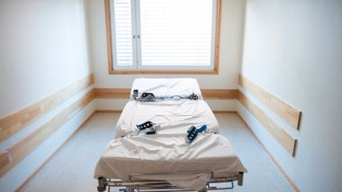 Klinikksjef: – Urealistisk å forby bruk av belteseng på psykiatriske sykehus