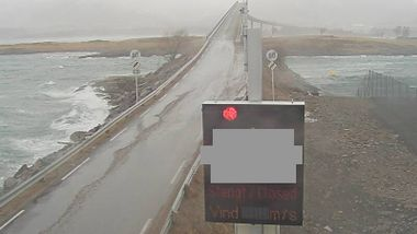 Hardt uvær herjer Nord-Norge - veier og skoler stengt
