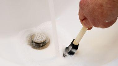 Skyller du penselen i vasken når du har malt? Da bør du lese denne saken.