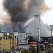 Kontroll på brannen i Fredrikstad. Østfoldbanen åpnet igjen.