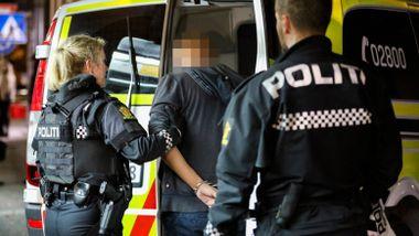 Her blir mannen pågrepet etter å ha truet gjester på utested med våpenkopi