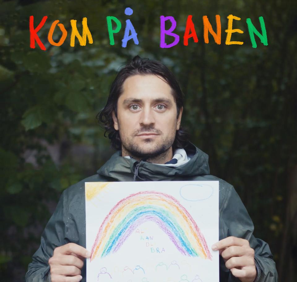 Mats Zuccarello holder opp et ark med bilde av en regnbue.