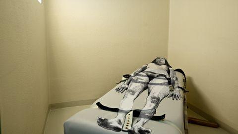 BELTESENG: På denne sengen i Stavanger fengsel ble en kvinne bundet fast flere ganger på kort tid.
