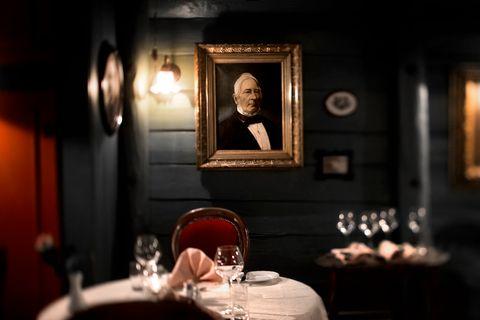 HANSATIDEN: Enhjørningen har servert sjømat siden 1983. Sporene fra den hanseatiske tiden sitter i veggene.