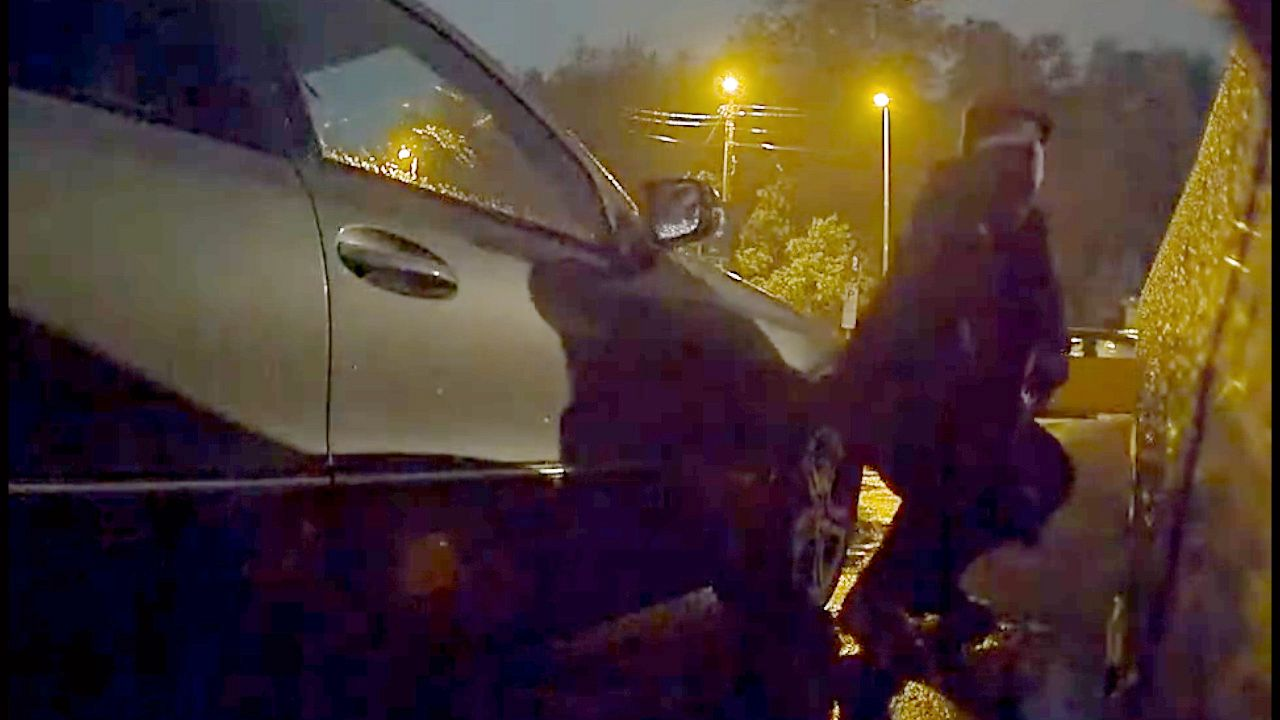 0224b4c0 Tesla-eier Kees (35) begynte å kjøre fra P-plassen på Flesland. Så merket  han at noe var galt. - Bergens Tidende