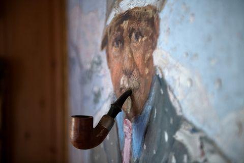 GLAD I TOBAKK: Singer vart sjeldan sett utan ei pipe i munnen. Det ryktast at han eigde over 1000 piper.