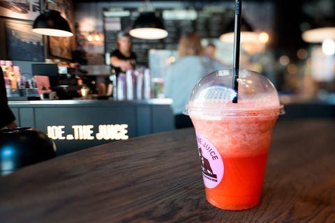 FRISKT: Juicene til Joe & The Juice er spennende, noen helt på grensen til frekke. I tillegg brukes fruktkjøttet fra jus-prosessen i muffinsen deres.