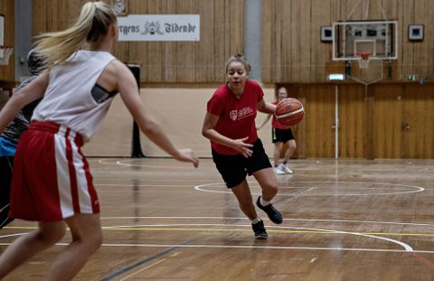 DRØMMER OM WNBA: Karyn Sandford har ambisjoner om å spille collegebasket i USA og deretter spille i en toppliga. WNBA (den nasjonale serien i USA) er den ultimate drømmen.
