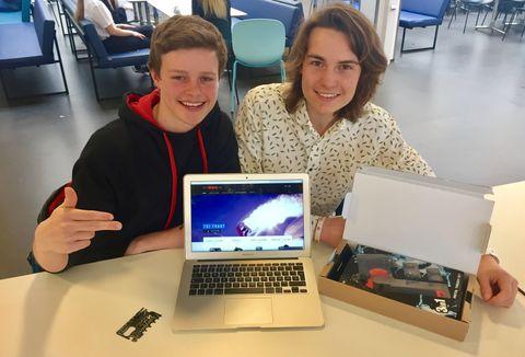 HAR EGEN NETTBUTIKK: Sondre (16) og Elias (15) driver Prostore.no. Der selger de blant annet mobil- og GoPro-tilbehør, og andre dingser.
