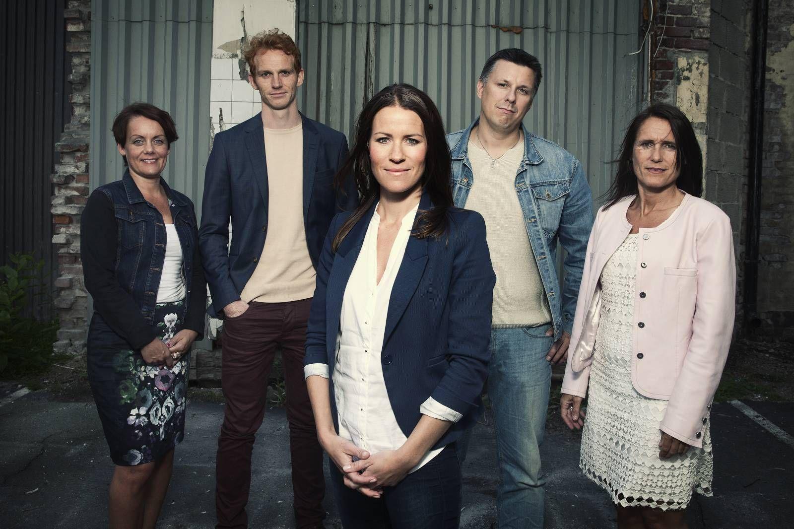 e64764f1 I NRK-serien «Oppdrag lykke» skulle Lisa Vivoll Straume, foran, hjelpe  deltakerne Aina Engmann, bak til venstre, Kristian Verde, Stål Hermo og  Stine Fjell ...