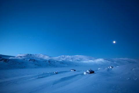 Vi savnet snø og dro til Finse. Og en morgen var uværet over.